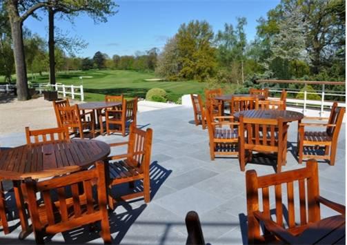 Terrasses en pierre debuxy bleu Country Club du golf deSaint Cloud Vues4