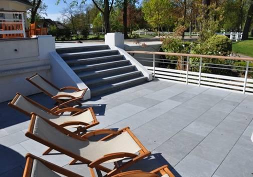 Terrasses en pierre debuxy bleu Country Club du golf deSaint Cloud vue2