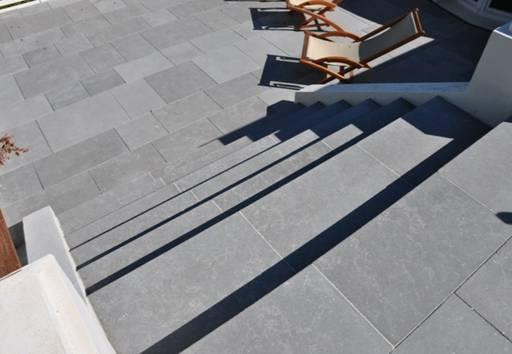 Terrasses en pierre debuxy bleu Country Club du golf deSaint Cloud vue3