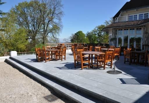 Terrasses en pierre debuxy bleu Country Club du golf deSaint Cloud