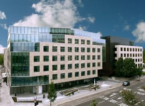 Banque du Luxembourg facade pierre rocherons 1
