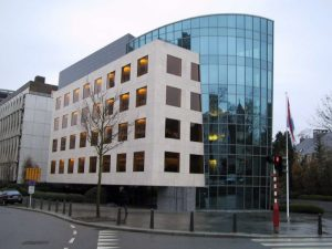 Banque du Luxembourg facade pierre rocherons 3