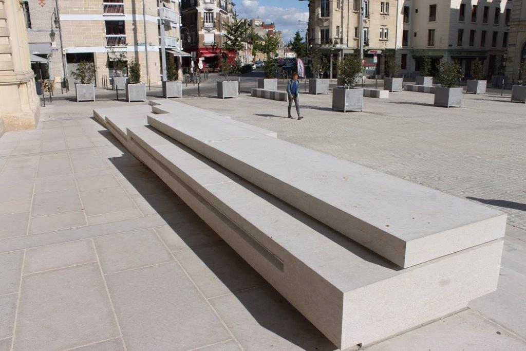 ROCAMAT Esplanade de Reims Pierre de Comblanchien 2