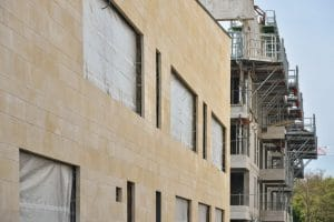 facade ludotheque meudon la ruche pierre de sebastopol rocamat agence muz architecture ©NicolasFagot
