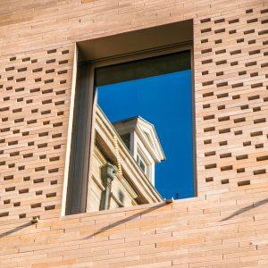 02 Banque CERA HQ pierre de comblanchien ROCAMAT Photo SimonVanRanst