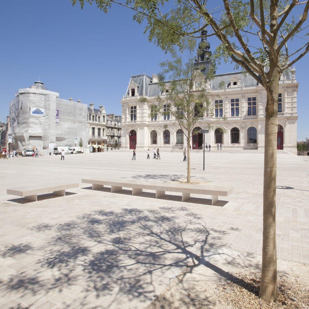 003 Coeur d agglomeration Poitiers pierre de comblanchien