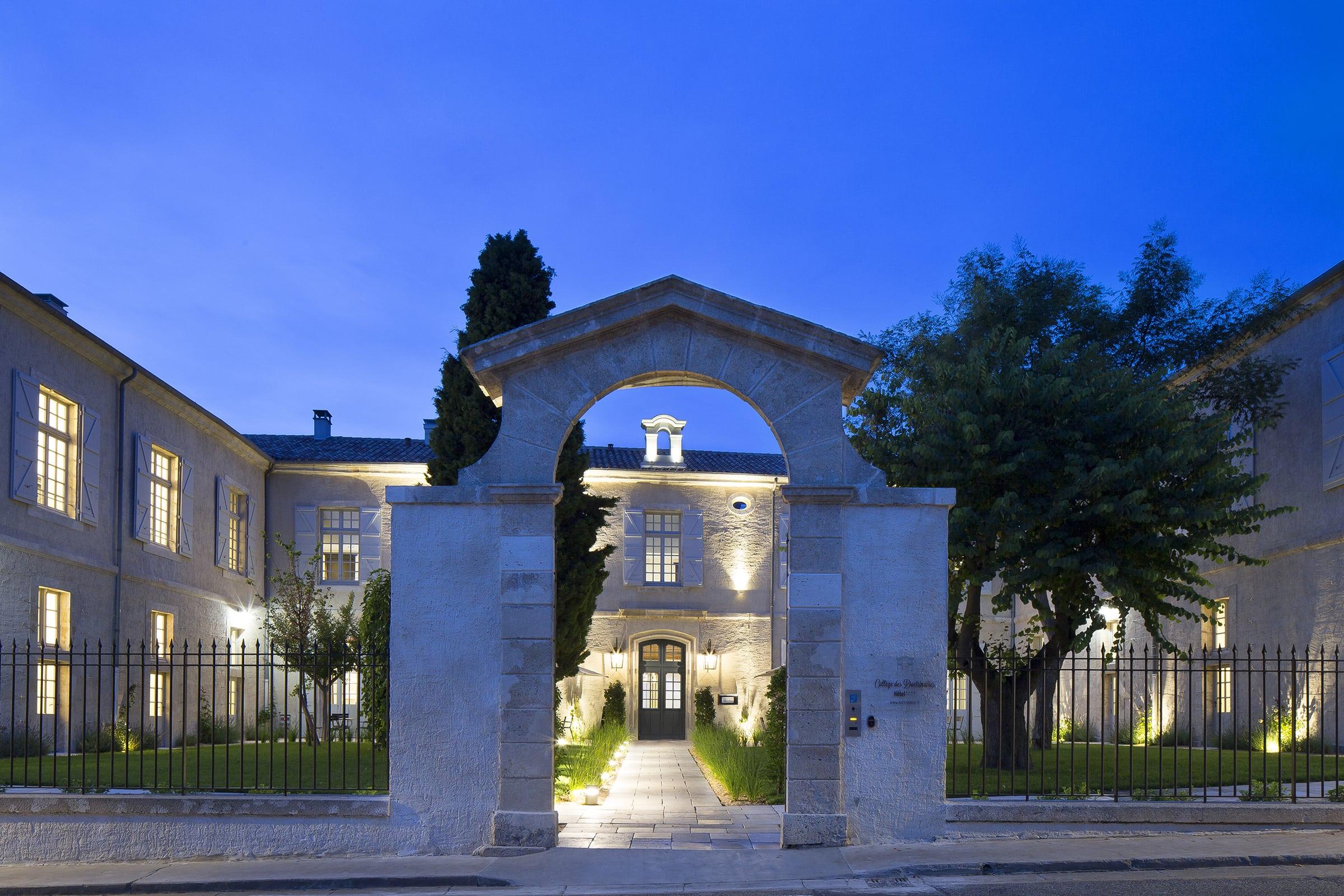06 College Hotel des Doctinaires pierres calcaires ROCAMAT cCMoissiere