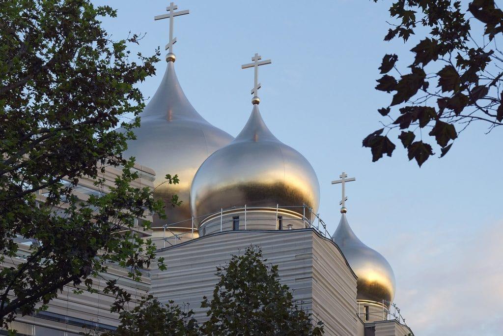 07 cathedrale sainte trinite facade en pierre naturelle ROCAMAT ©AUGUSTO DA SILVA AGENCE GRAPHIX