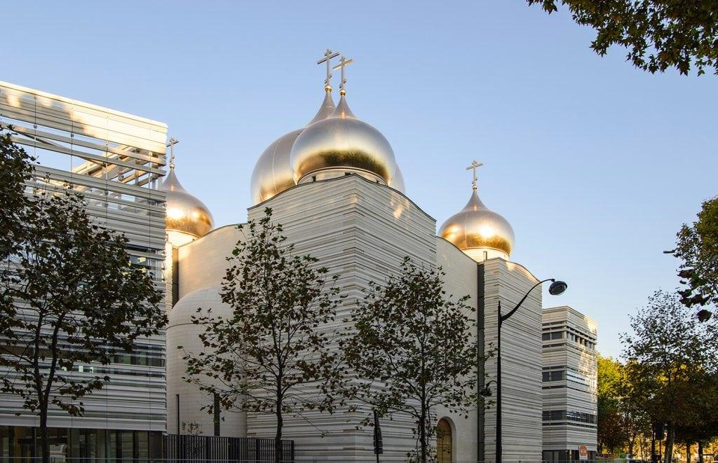11 cathedrale sainte trinite facade en pierre naturelle ROCAMAT ©LAURENT ZYLBERMAN AGENCE GRAPHIX