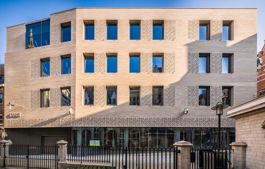 Banque CERA a Bruxelles pierre Comblanchien Photographe Simon Van Ranst 2