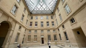 Hotel de la Marine juillet 2021 pierre de St MAximin Liais 3